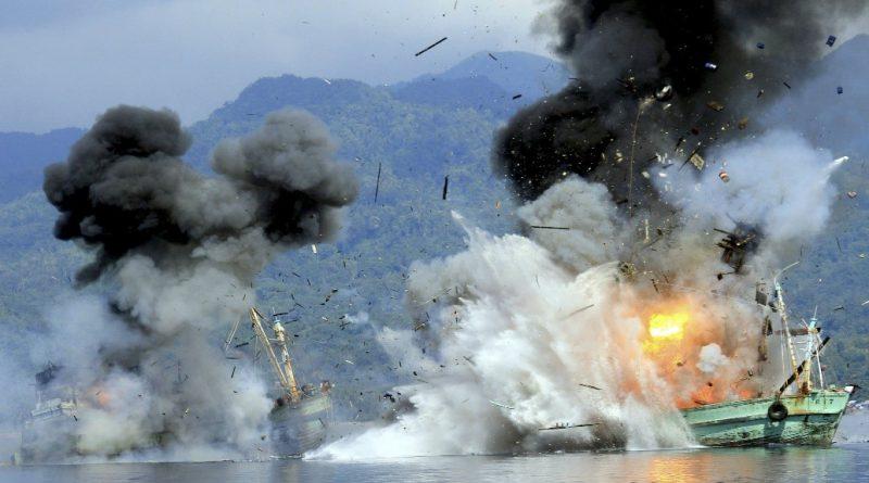 Gambar 1. Penenggelaman dan pembakaran kapal asing (Oktara, 2016)