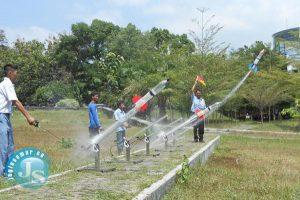 Gambar 2. Uji Coba Peluncuran Roket Air di Kawasan Solo Techno Park
