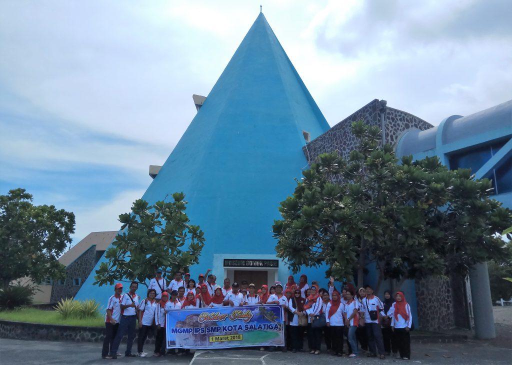 Gamabr 1. Foto Bersama MGMP IPS Salatiga