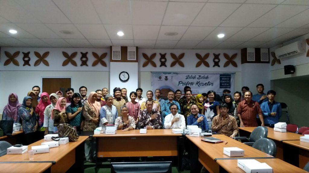 Gambar 1. Peserta Seminar Berfoto Bersama