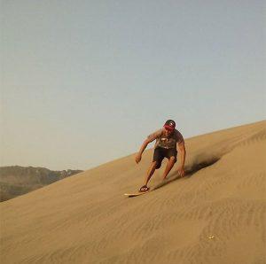 Gambar 3. Sandboarding di Gumuk Pasir Barkhan, Kabupaten Bantul (Sandboarding Parangtritis, 2015).