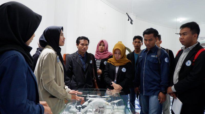 Mahasiswa STIPRAM Geografi Pariwisata Berkunjung ke Museum Gumuk Pasir