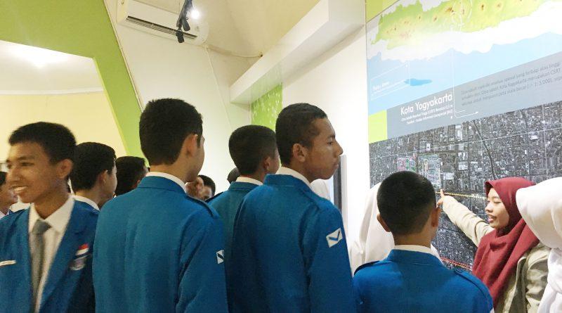 SMK N 1 Magelang Belajar IT dan Multimedia di Museum Gumuk Pasir