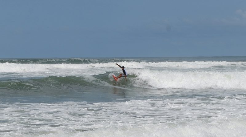 Kompetisi Surfing di Pantai Parangtritis