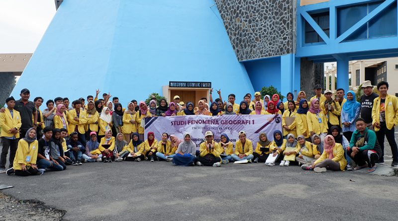 Roundtrip Mahasiswa Universitas Negeri Semarang di Museum Gumuk Pasir