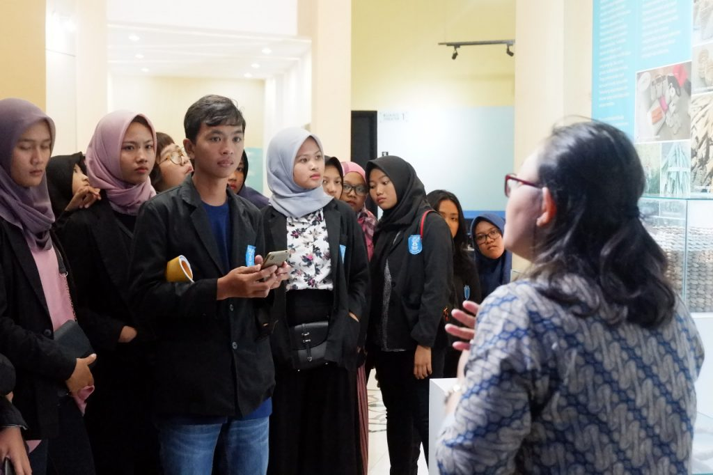 SMA N 8 Surakarta belajar di Museum Gumuk Pasir Parangtritis