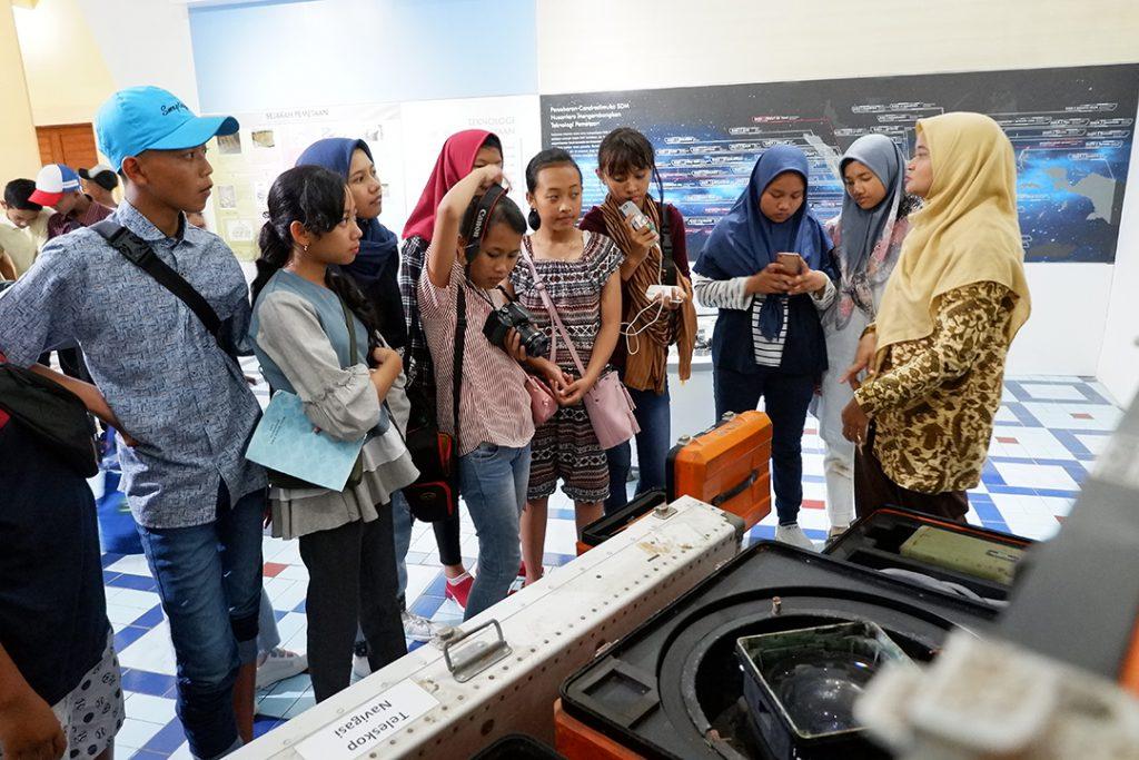 SMP Negeri 1 Ampel Gading Malang Berwisata di Museum Gumuk Pasir