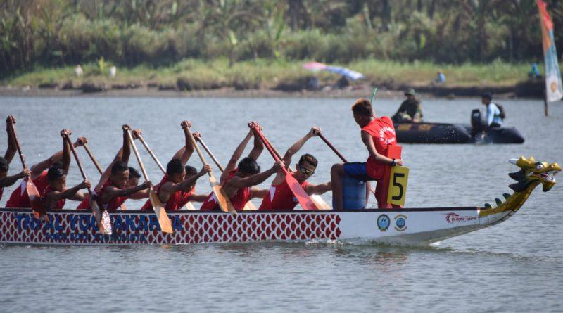 Festival Perahu Naga di Laguna Pantai Depok