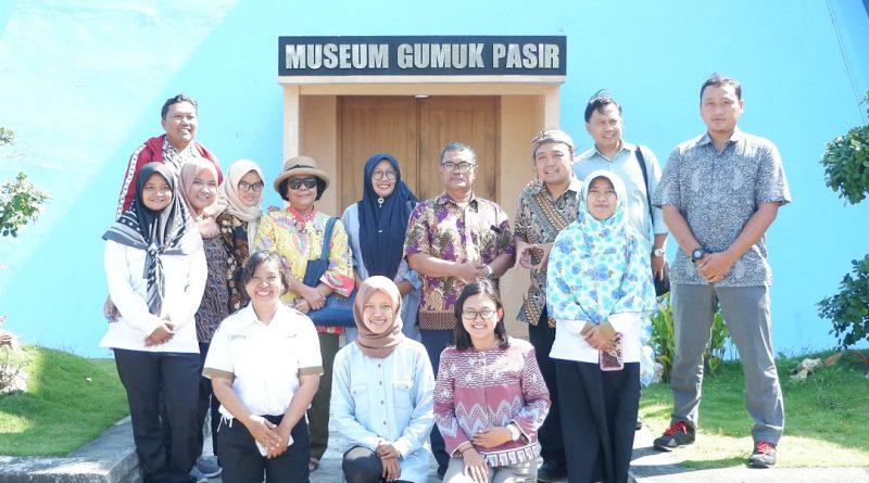 FKMB Mengadakan Rapat Bulanan di Museum Gumuk Pasir