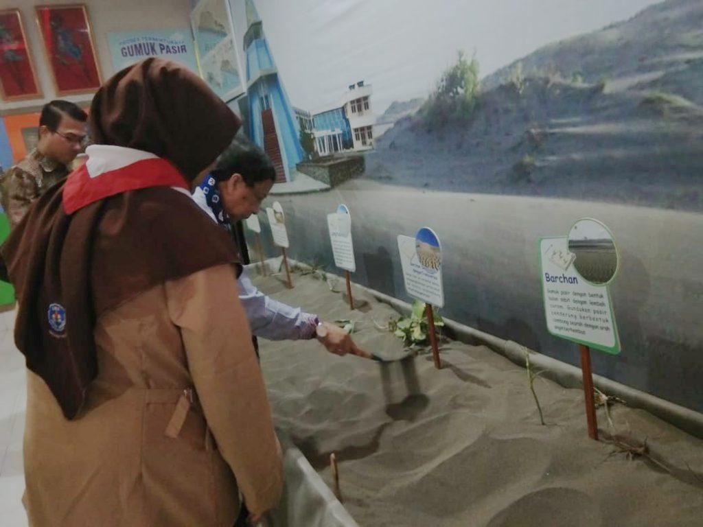 SMA N 1 Jetis Bantul menampilkan Gumuk Pasir dalam lomba perpustakaan nasional