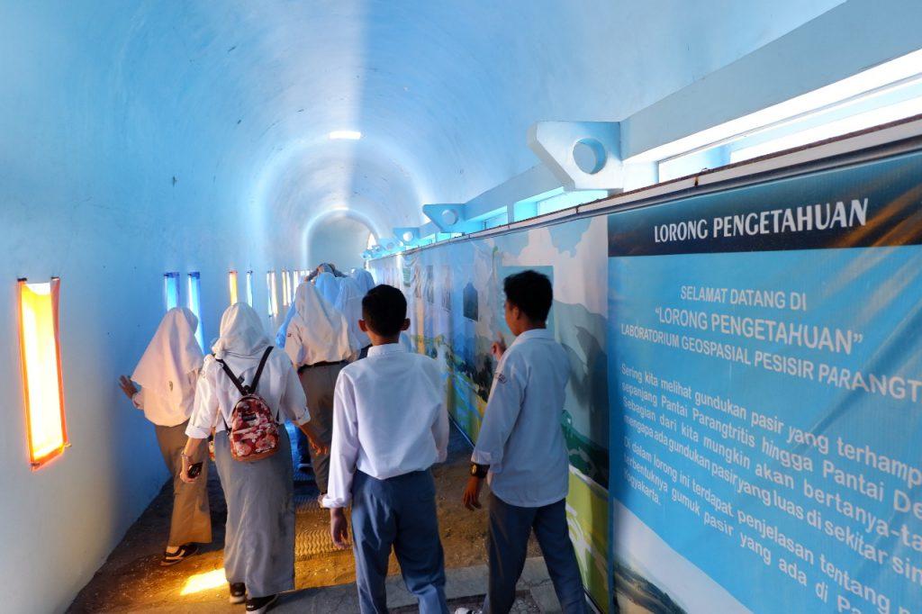 SMA N 1 Seyegan Belajar Kepesisiran DIY di Museum Gumuk Pasir