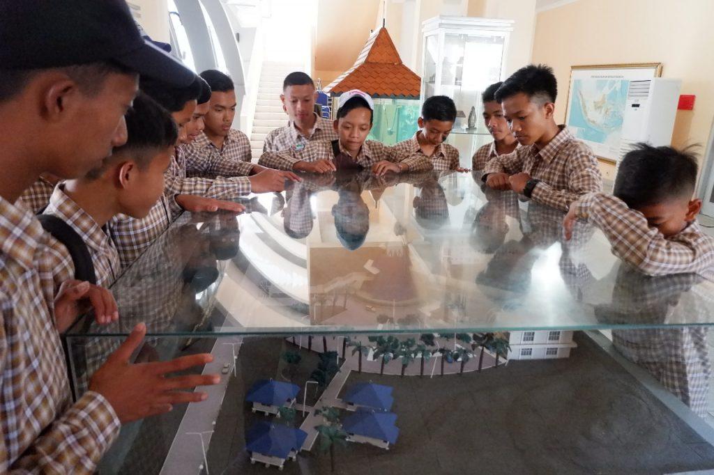 Jarak tempuh tidak menjadi halangan untuk SMP N 4 Samigaluh ke Museum Gumuk Pasir