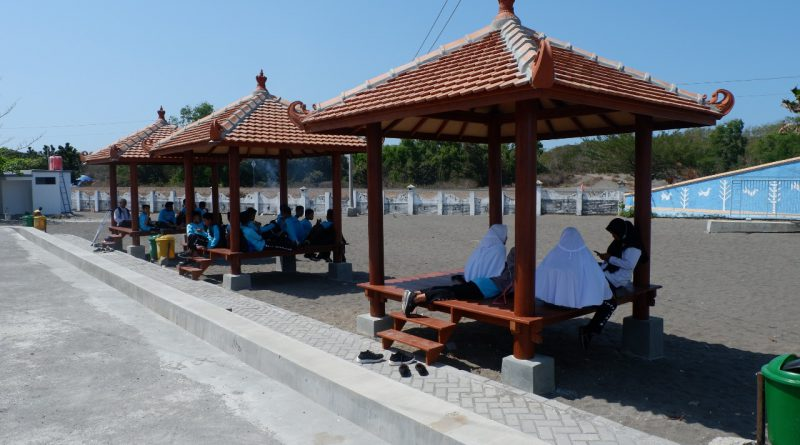 SMP IT Assalam Sanden Mengunjungi Museum Gumuk Pasir