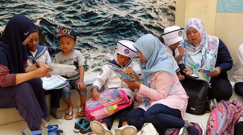 Gerakan Membacakan Buku di Museum Gumuk Pasir
