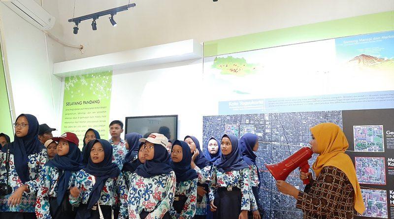 Museum Gumuk Pasir mendapat kunjungan SMP N 2 Salam